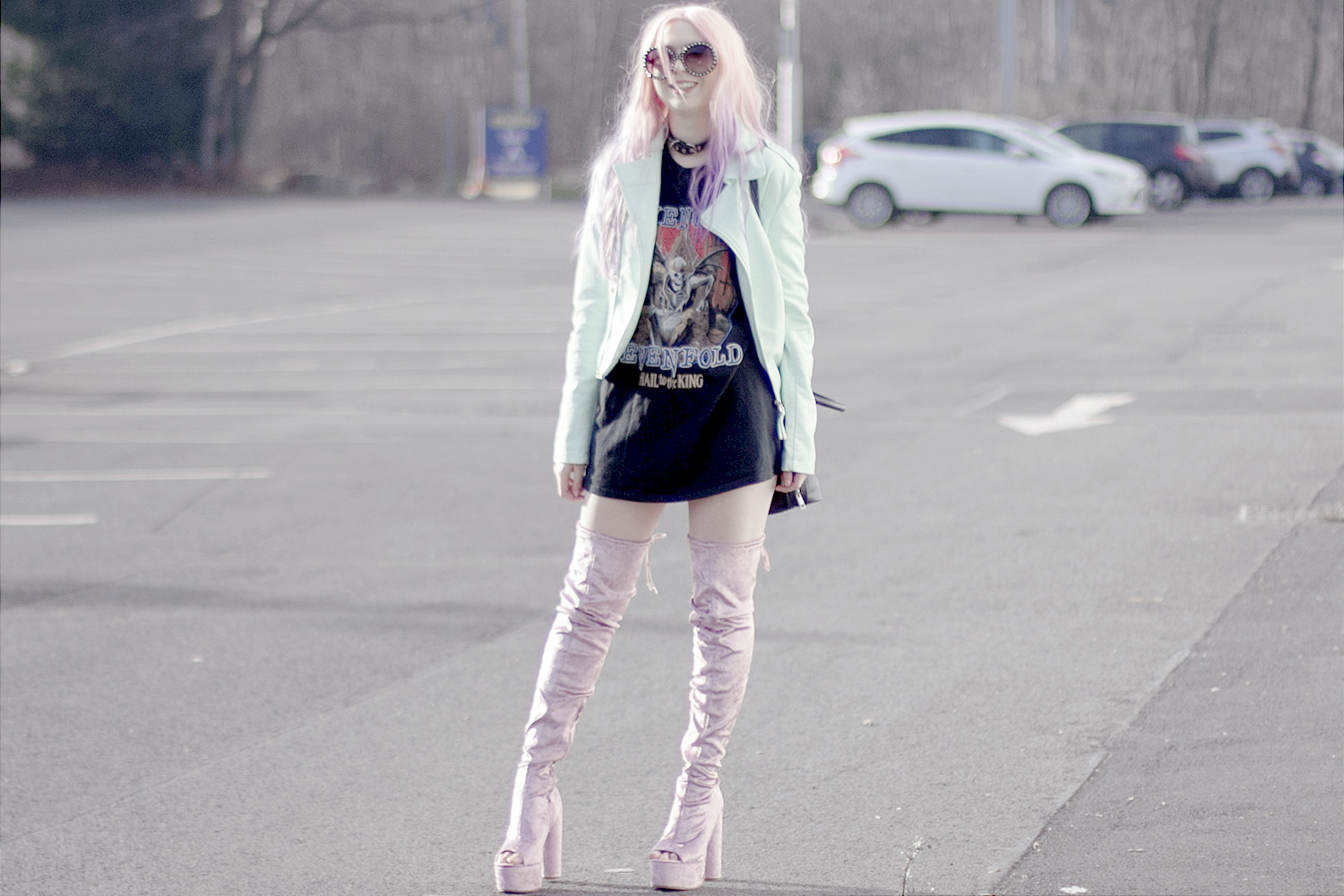 Hail to the king tshirt, cat bag, band tee blogger, velvet boots, turquoise leather jacket